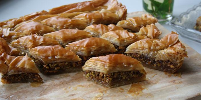 أشهر المأكولات اليونانية