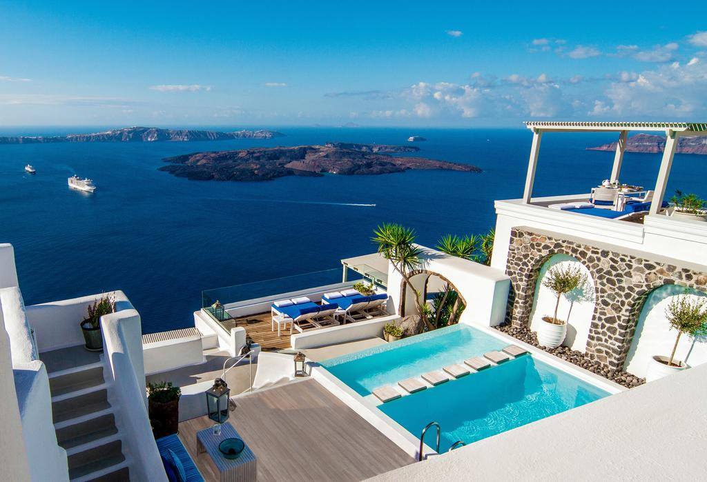 أفضل الفنادق في جزيرة سانتوريني اليونانية