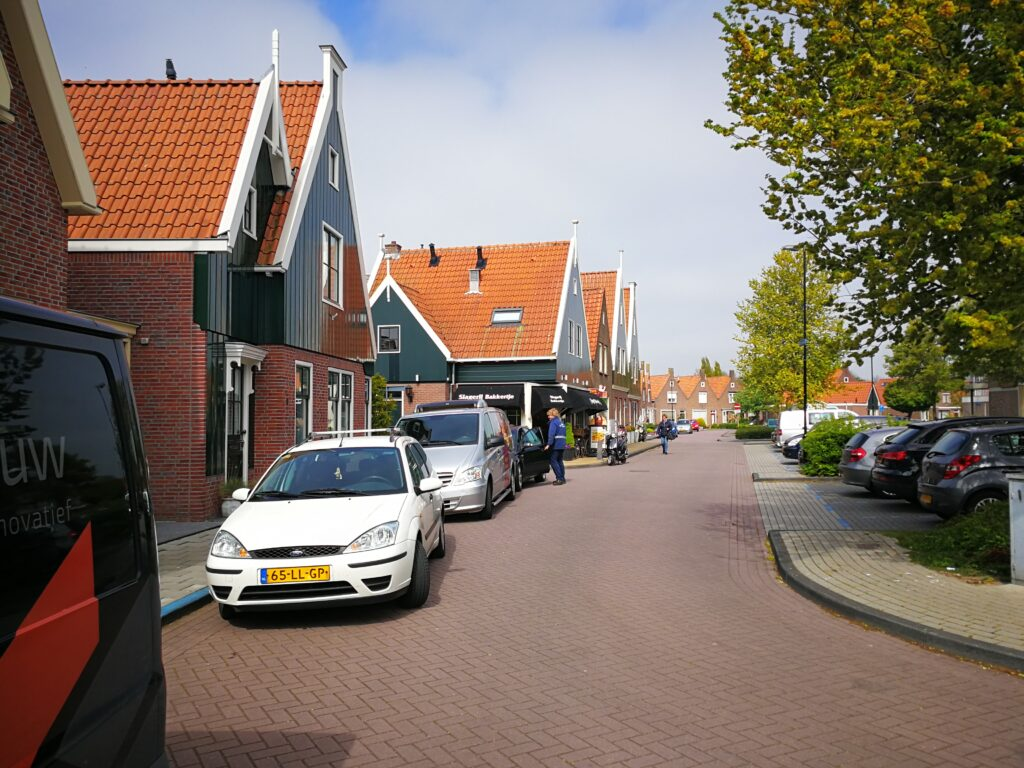 جولة سياحية بالصور في مدينة ماركن الهولندية