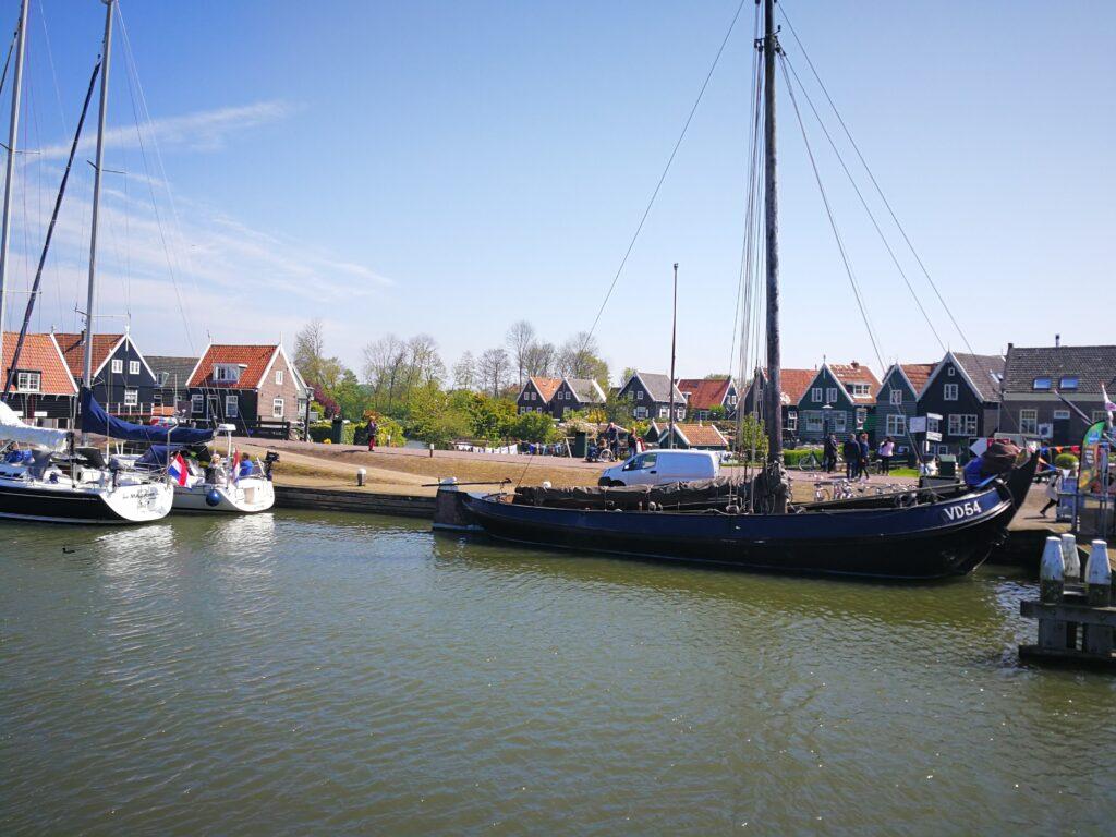 جولة سياحية بالصور في مدينة فولندام الهولندية