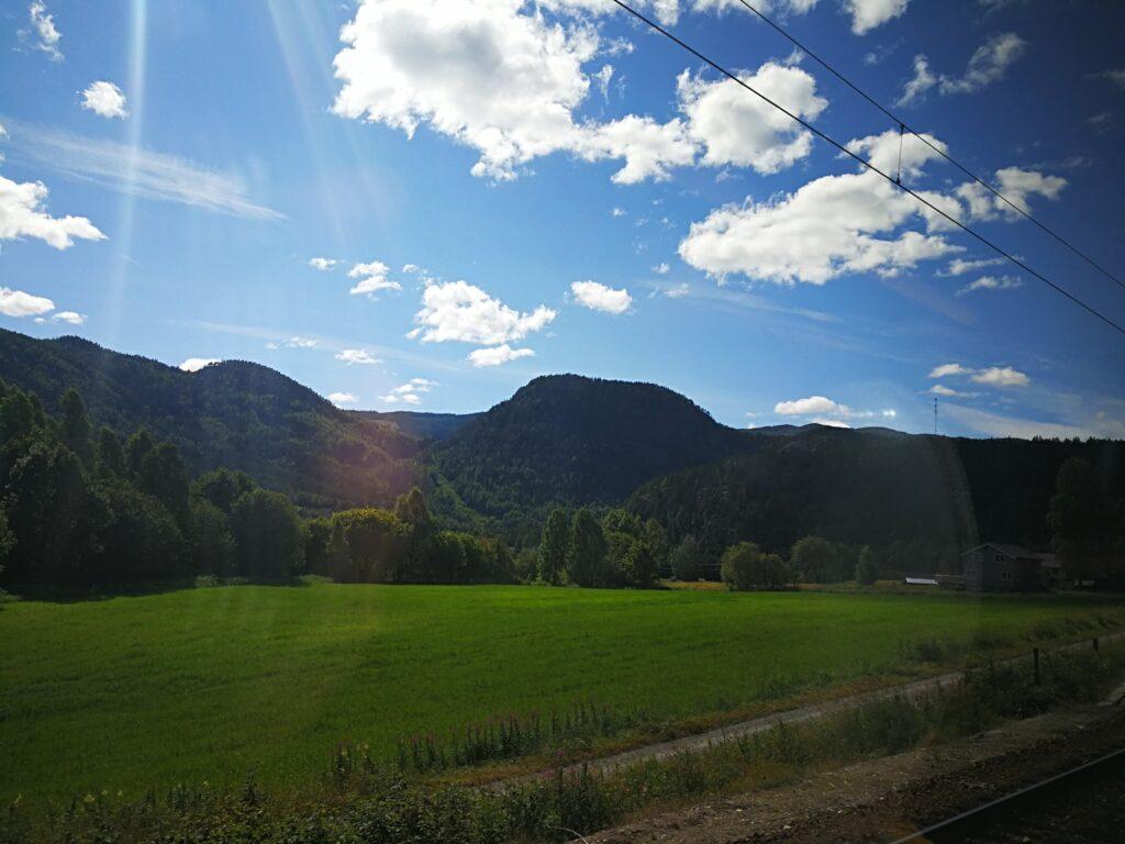 رحلة القطار من مدينة أوسلو إلى مدينمة بيرجن النرويجية